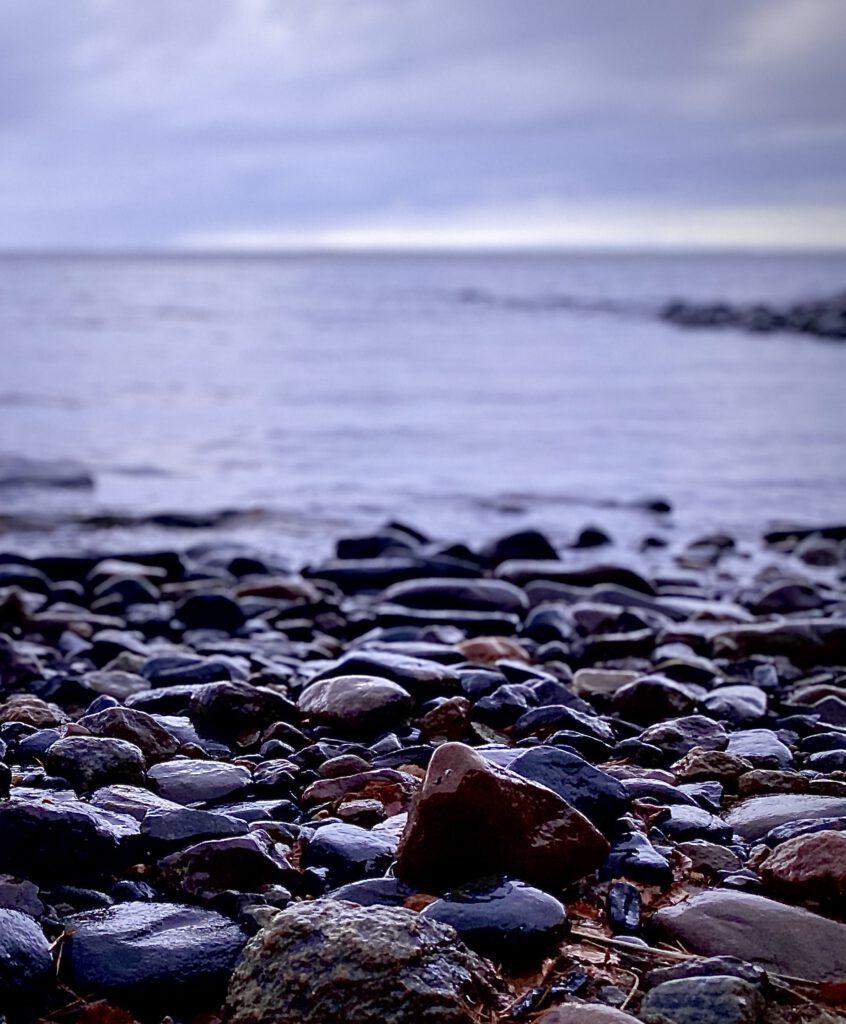 Kiviä Lappajärven rannalla